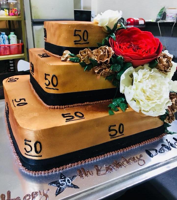 Mẫu bánh kem sinh nhật cao tầng làm từ sữa tươi