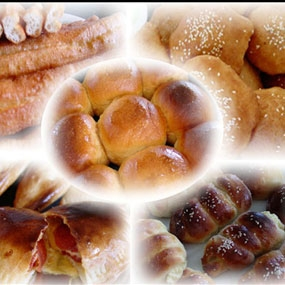 Chị Vân làm bánh mì